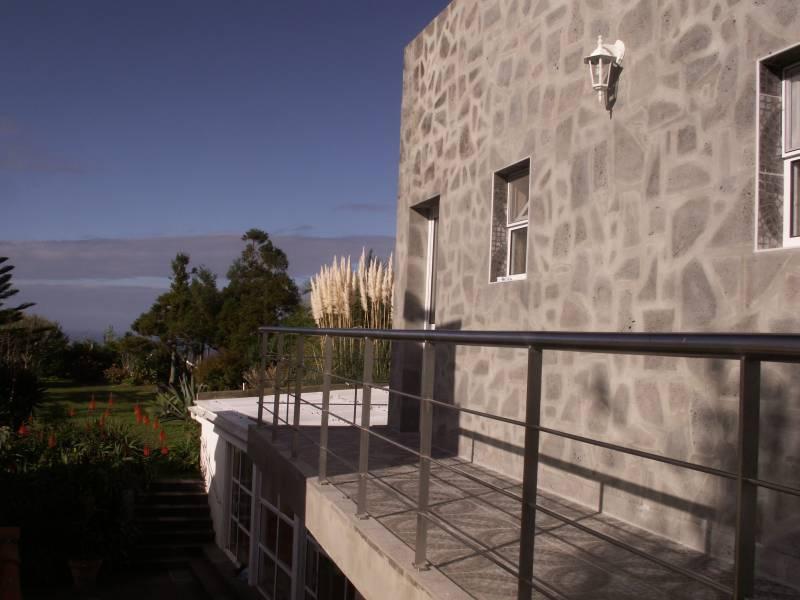 travel urlaub bei auswanderern portugal traumhaftes ferienhaus auf den azoren. Black Bedroom Furniture Sets. Home Design Ideas
