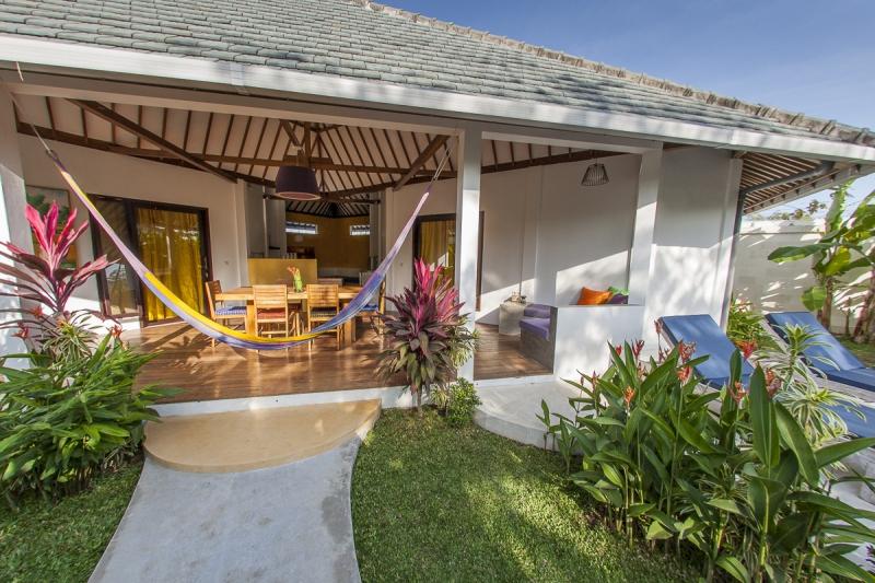 bali neu ferienhaus mit pool nah am surfer strand