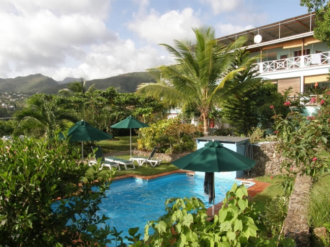 Ansicht Hotel & Pool - Dominica -