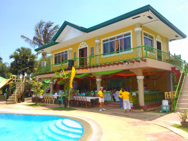 ... bei unserem Pool-Resort! - Philippinen -